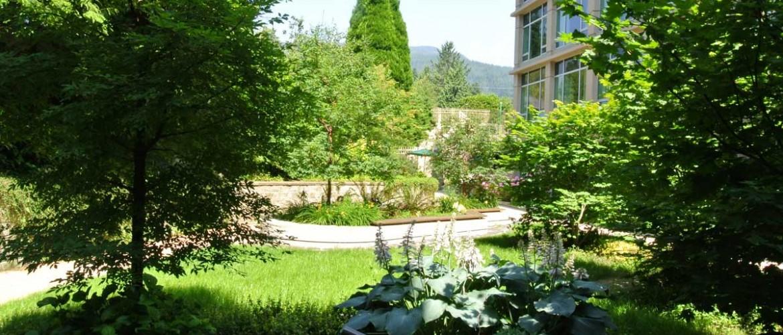 Lynn Valley Care Centre Courtyard